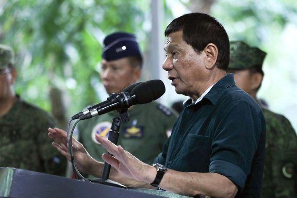Rodrigo Duterte vieraili Mindanaon saarella poikkeustilaa valvovien joukkojen luona viime perjantaina.