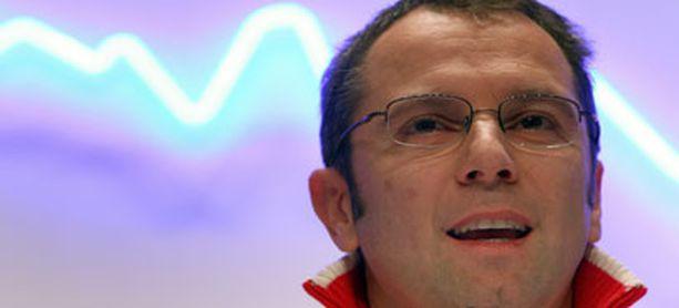 Stefano Domenicalin mukaan KERS-järjestelmä hankkiminen tarkoittaa rahan heittämistä ikkunasta ulos.
