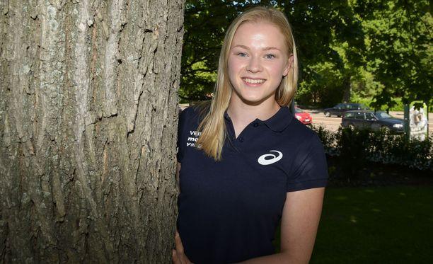 Wilma Murto, 19, pääsee Linnan juhliin ensimmäistä kertaa.