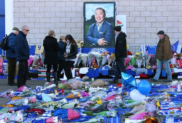 Leicesterissä on vietetty suruaikaa Vichai Srivaddhanaprabhan traagisen kuoleman jälkeen.