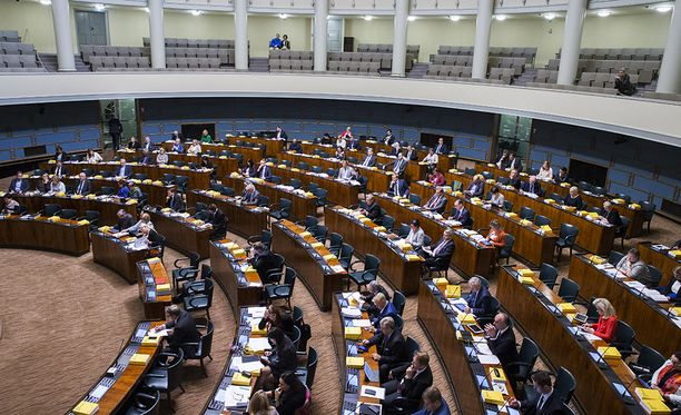 Kansanedustajat keskustelevat tänään alkoholilain uudistuksesta. Sen vuoksi SDP perui perinteisen glögitilaisuutensa.