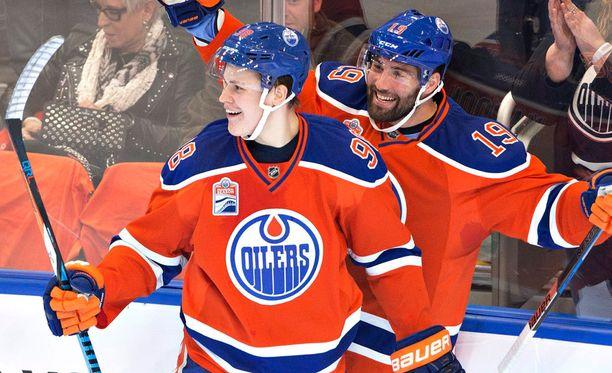 Jesse Puljujärvi avasi maalitilinsä NHL:ssä heti debyyttipelissään.