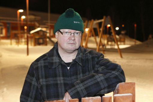 Olli Raudaskoski, 48, haaveilee perheestä, mutta sitoutumista on vaikeuttanut muuttaminen töiden perässä.