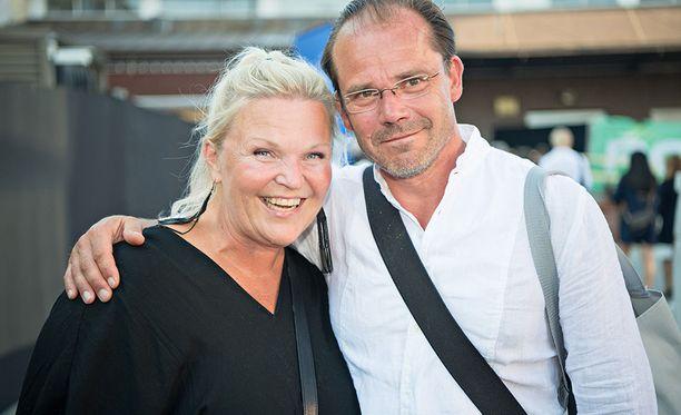Raakel ja Nicke Lignell alkoivat seurustella 26 vuotta sitten. Naimisiin he menivät 23 vuotta sitten.