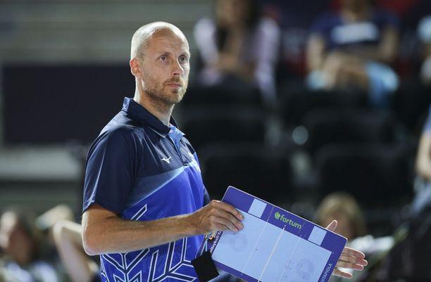 Tapio Kangasniemi peluutti joukkuettaan laajalla materiaalilla Hollantia vastaan.