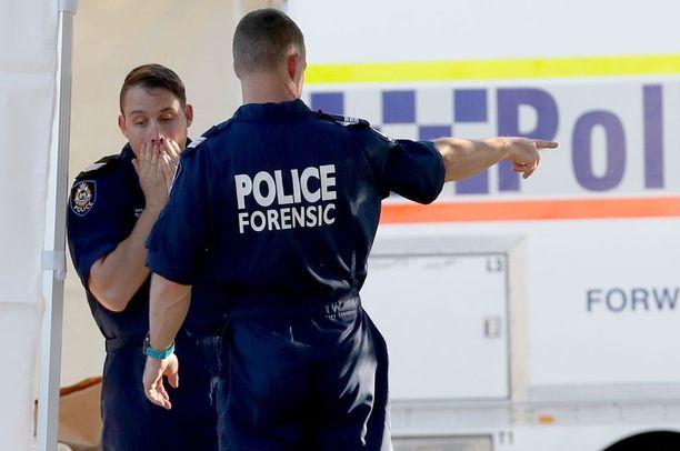 Poliisin rikospaikkatutkijat tutkivat sunnuntaina Perthin Bedfordissa asuntoa, josta löytyivät viiden ihmisen ruumiit.