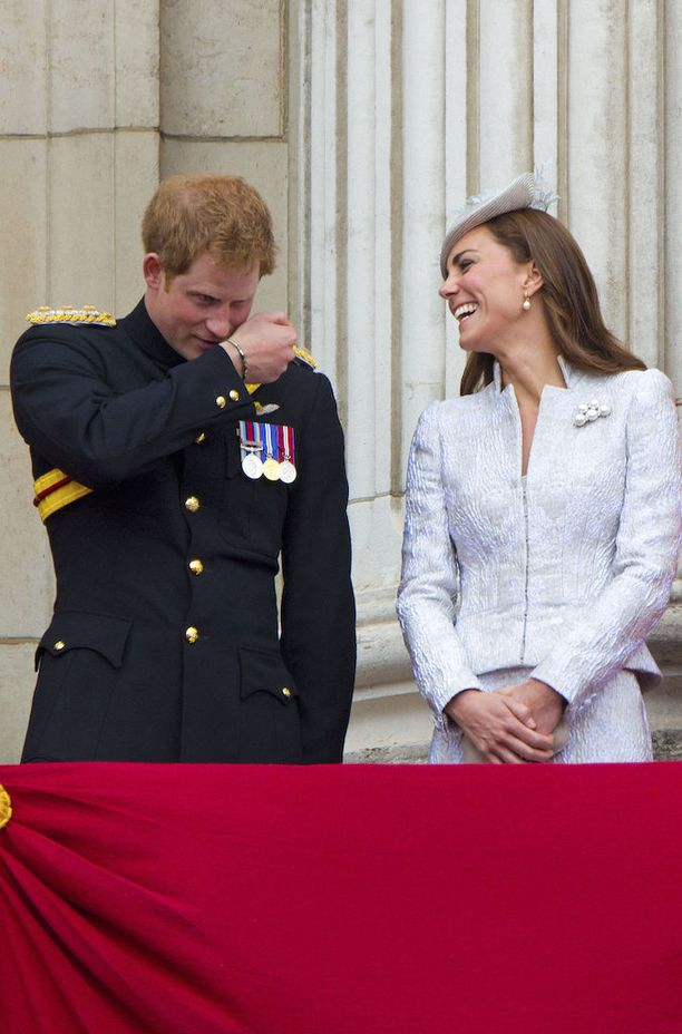 Viime vuosina prinssi Harry on puhdistanut imagoaan bileprinssistä kansan rakastamaksi hyväntekijäksi. Mies on osallistunut lukuisiin hyväntekeväisyysprojekteihin niin muualla kuin kotimaassaankin.