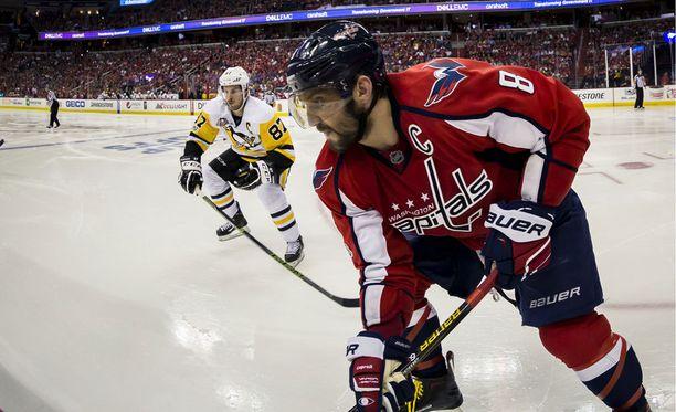 Washingtonin Aleksandr Ovetshkin iski joukkueensa neljännen maalin. Pittsburghin Sidney Crosby palasi kaukaloon aivotärähdyksen jälkeen.