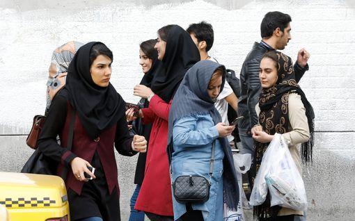 Näkökulma: Yhdysvaltojen uudet Iran-pakotteet astuvat voimaan - ratkaisevatko salaiset Oman-neuvottelut tulehtuneen tilanteen?