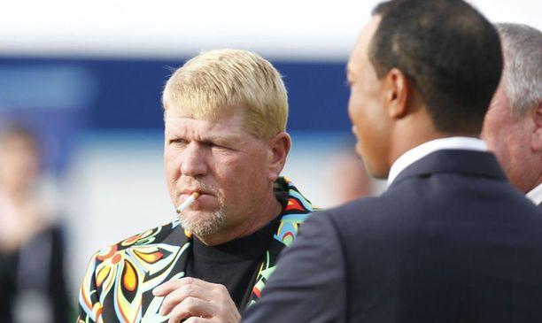 Tupakka suussa, Tiikeri vieressä ja komea takki tietenkin.