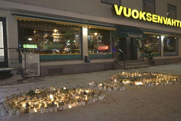 Koko Suomen pysäyttänyt kolmoissurma tapahtui imatralaisen ravintola Vuoksenvahdin edessä.