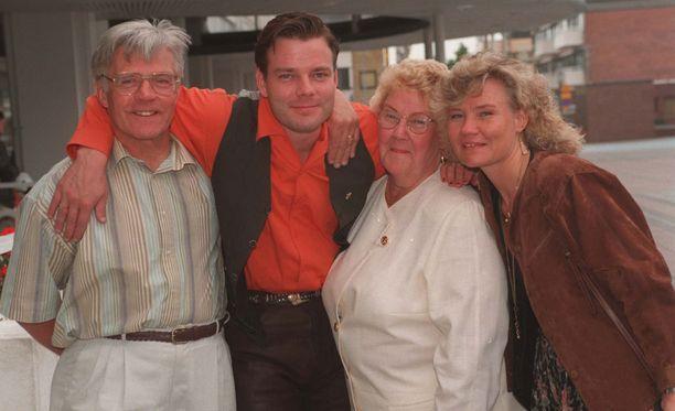 Jari Sillanpään, Raimo-isä, Raija-äiti ja Sari-sisko kuvattuna vuonna 1996.