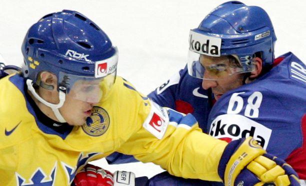 Jonathan Hedström (vasemmalla) tunnettiin ärsyttävänä pelaajana.
