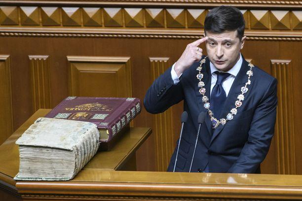 Ukrainan presidentti on nimittänyt tärkeisiin tehtäviin oligarkki Kolomoiskyyn yhteydessä olevia henkilöitä.