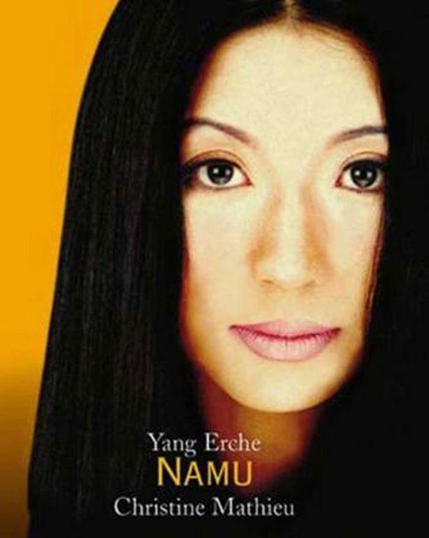Kiinatar on tehnyt myös mallin töitä laulajan ja kirjailijan uran ohella.