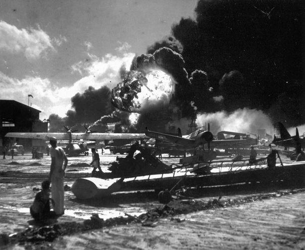 Yli 2 500 ihmistä sai surmansa, kun Japani iski täydellä voimalla Pearl Harboriin 7. joulukuuta 1941.