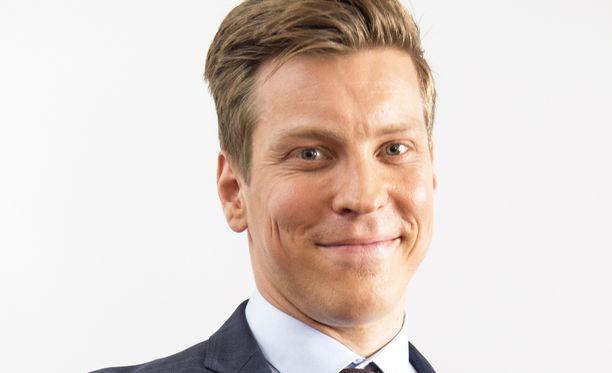 Putouksesta tuttu näyttelijä-kirjailija Antti Holma kirjoitti esikoisteoksensa, teatteriromaani Järjestäjän jälkeen runoja.
