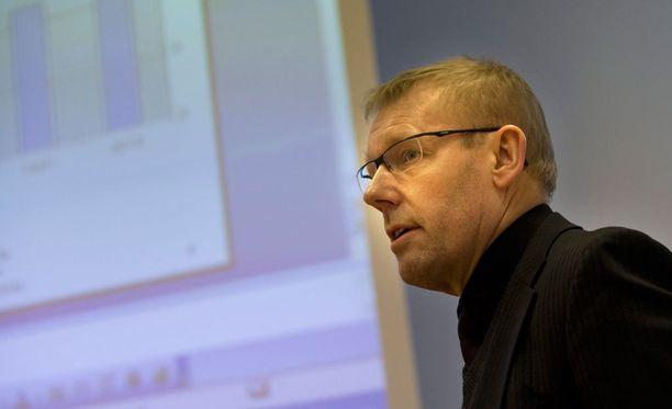 Pelaajayhdistyksen toiminnanjohtaja Jarmo Saarela odottaa kilpailuviraston selvitystä.