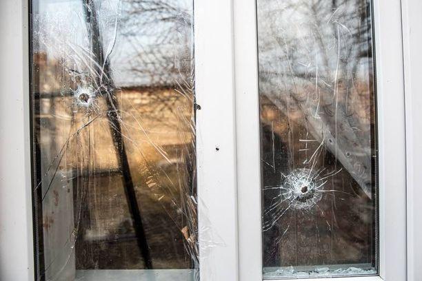 Pommituksen jäljet näkyivät Irinan ikkunoissa.