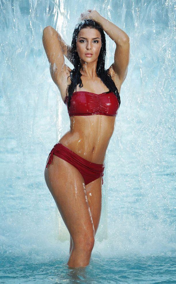 Iltalehden lukijoiden mielestä Sara Chafakin vartalo on kaunein bikineissä.