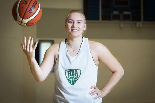 Elina Arike aloitti koripallon 10-vuotiaana kahdeksan vuotta sitten.