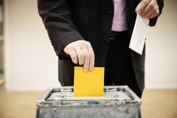 Seurakuntavaalien ilmoitukset äänioikeudesta saivat lyhyen kirkosta eroamisen piikin aikaiseksi.