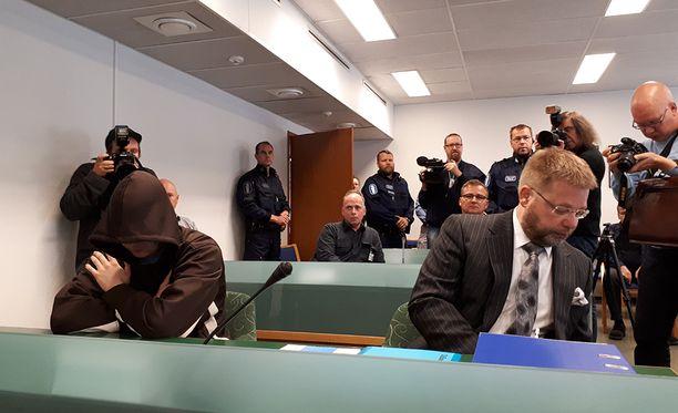 Jori Juhani Lasonen kertoi poliisille pelänneensä palkkamurhaajan olevan perässään ja halunneensa putkaan turvaan