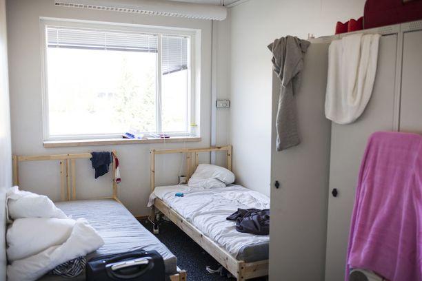 Vastaanottokeskuksiin on hankittu sänkyjä ja muita kalusteita miljoonilla euroilla.