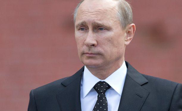 Ukrainassa on virinnyt toiveita tilanteen rauhoittumisesta. Presidentti Putin esitti tiistaina, että Venäjän voimankäyttölupa Ukrainassa on peruttava.