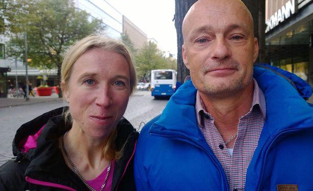 Annemari Sandellin ja Mika Myöhäsen uusperhe aiheutti pariskunnan asuinpaikkakunnalla Kalannissa kyräilyä.
