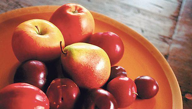 Uusien tutkimustulosten mukaan aknesta kärsivien pitäisi syödä paljon hedelmiä, kokojyväviljaa ja pastaa.