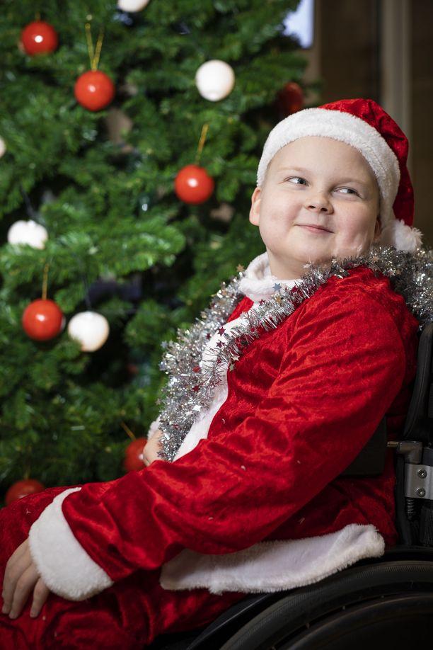 Joululahjaksi Lenni toivoo saavansa Ti-Ti Nallen DVD:n. – No, kun siinä puhutaan joulusta, hän perustelee.