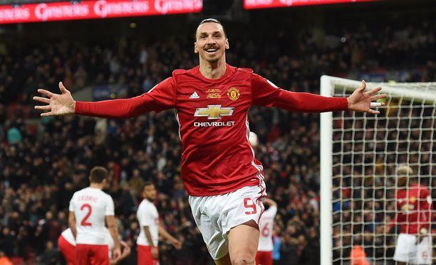 Zlatan Ibrahimovic juhlii liigacupin voittoa.