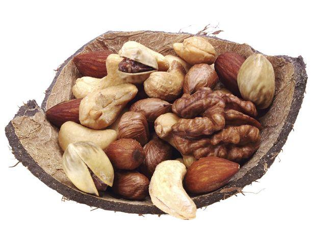 PÄHKINÄÄ Pähkinöissä on kuituja ja proteiinia.