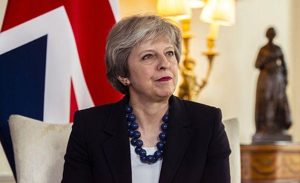 Britannian pääministeri Theresa May on kutsunut hallituksensa hätäkokoukseen torstaiksi keskustelemaan maan vastauksesta Syyrian tapahtumiin.