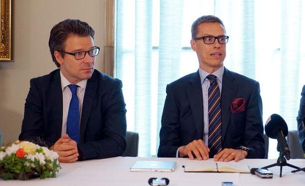 Vihreiden puheenjohtaja Ville Niinistö haluaa pääministerin ja eduskunnan arvioivan kokoomuksen puheenjohtajan Alexander Stubbin edellytykset jatkaa valtiovarainministerinä.
