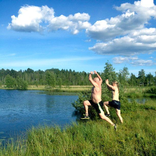 Turvekylpyjen jälkeen maistuu uinti.