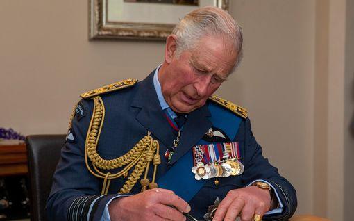 Prinssi Charles uhkaa sulkea Harrylta rahahanat – loppuuko yli kahden miljoonan punnan vuosittainen tuki?