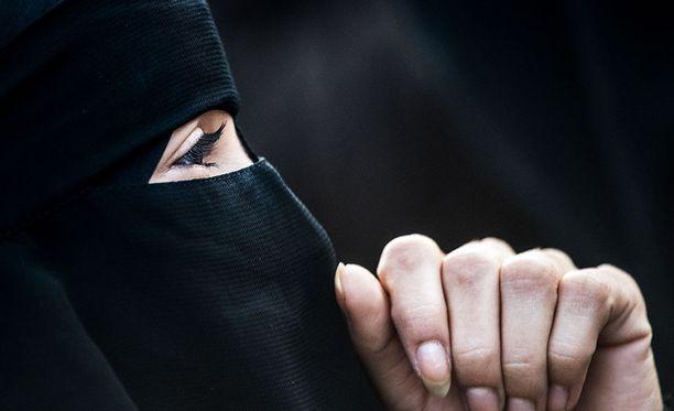 Norjassa hyväksyttiin eilen kasvot kokonaan tai osittain peittävien huivien käyttökielto opetustilanteissa.