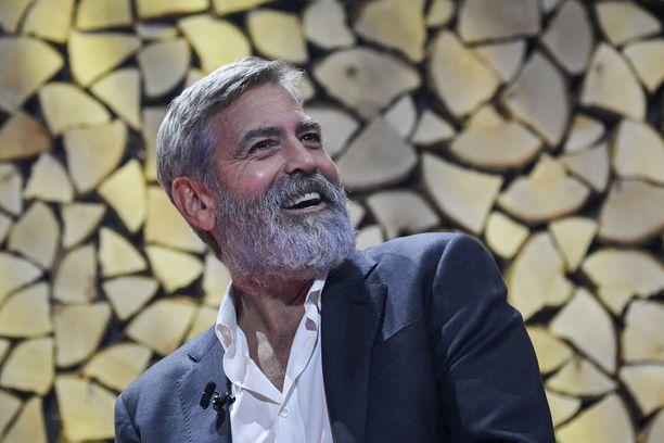 George Clooney kasvatti parran elokuvaa varten. Hän oli matkalla kuvauksiin Islantiin.