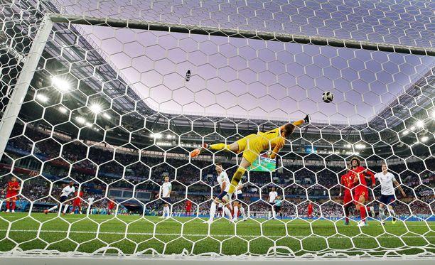 Belgian Adnan Januzaj ampui voittomaalin Englannin verkkoon.