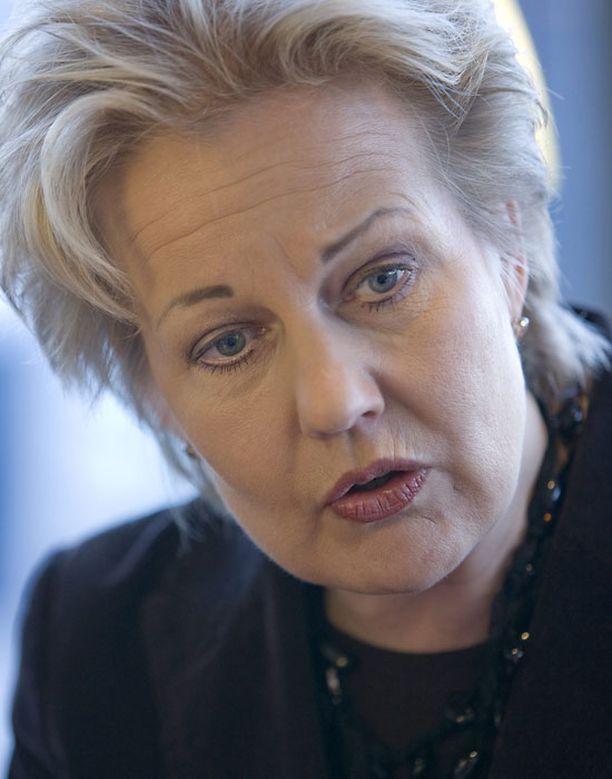 Suvi Lindénin mukaan Ylen toiminnan valvonta ja ohjaus tulee eriyttää.