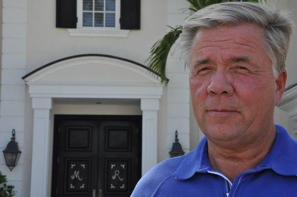 Liikemies Markku Ritaluoma on vaatimassa vastuuseen kunnallispoliitikkoa, jonka hän katsoo olevan syyllinen Sunny Car Center -hankkeen kaatumiseen.
