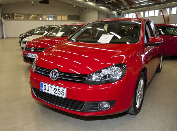 Volkswagen-merkki on ollut konsernin merkeistä myydyin merkki Suomessa. Se näkyy niin uusien kuin käytettyjen autojen myyntilistoilla.