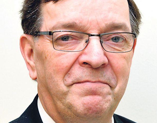 Ulkomaankauppaministeri Paavo Väyrynen vastaa henkilöprofiililtaan hyvin keskustan puoluekokousedustajia.