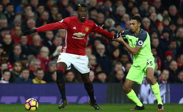 Manchester Unitedin Paul Pogba aloitti heikosti Liverpoolia vastaan.