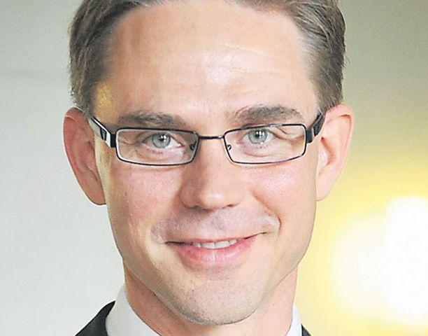 Jyrki Katainen otti kokoomuksen valtuustossa etäisyyttä vihreisiin. Matti Vanhanen korostaa kuitenkin hallituksen toimintakykyä.