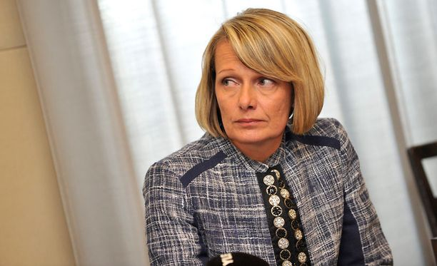 Kokoomuksen varapuheenjohtaja Lenita Toivakka harmittelee puoluetoverinsa käytöstä.