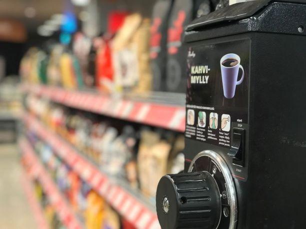 Yhä useampi jauhaa itse kahvinsa kotona papukahvista.