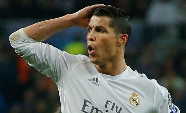 Cristiano Ronaldo kasvattaa pojastaan futaria.
